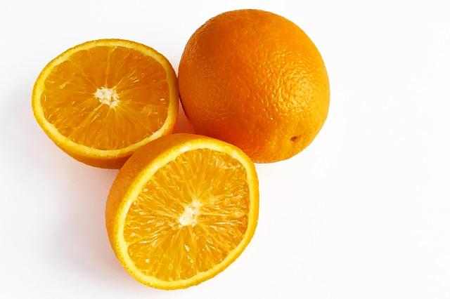 Cellulit nazywany jest często skórką pomarańczową ze względu na podobieństwo w wyglądzie.